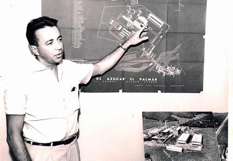 Sanabria presentanfo el proyecto de la Central Azucarera, El Palmar, en San Joaquín, edo Carabobo. 1955