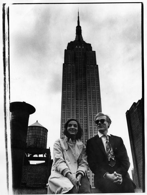 Marisol y Andy Warhol con el Empire State 1965. Foto David McCabe