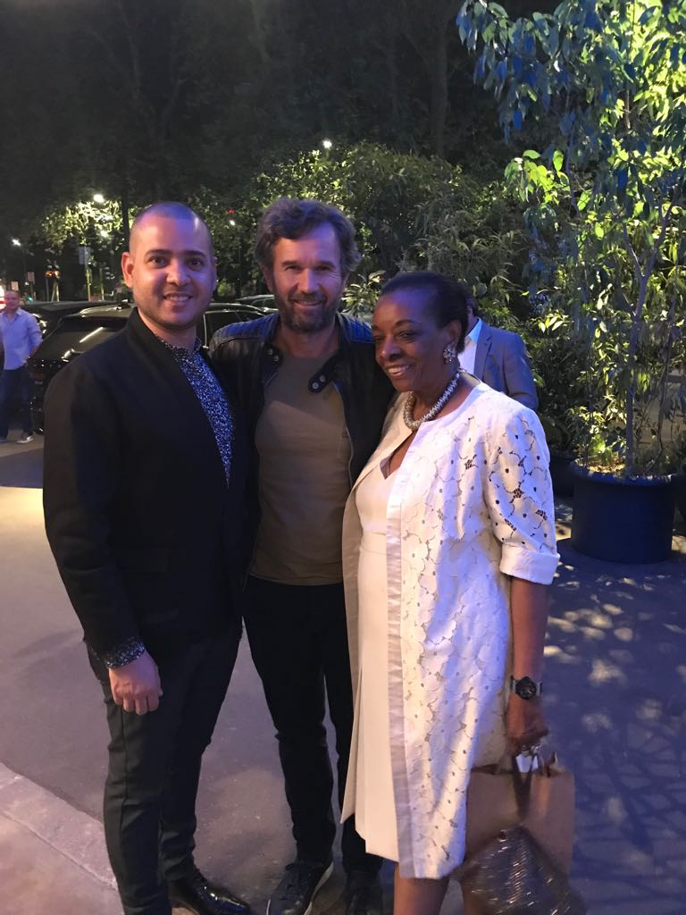 Carlos Flores y el chef Carlo Cracco con Marva Griffin