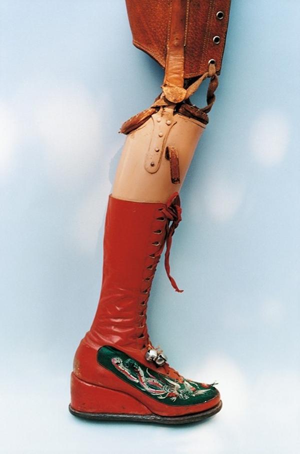 Prótesis de Frida Kahlo. Foto Ishiuchi Miyako.
