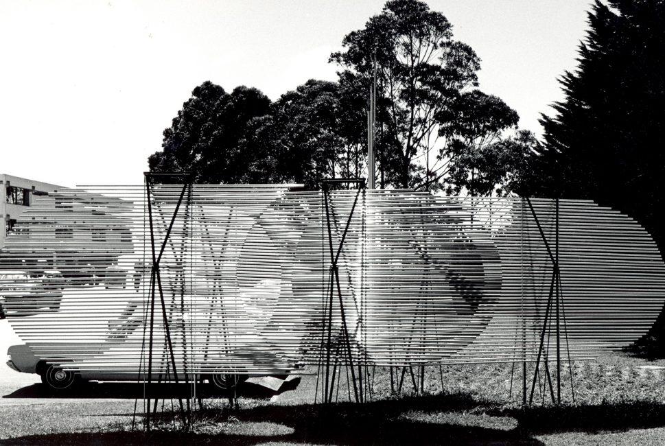 Cinco pantallas. 1968-71. Instituto Venezolano de Investigaciones Científicas. Foto Paolo Gasparini.