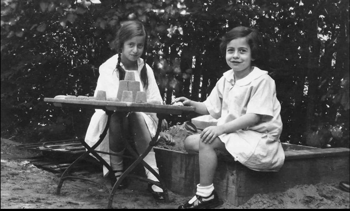 Gego con su hermana Elisabeth. Hamburgo, 1925. Foto Archivo Fundación Gego.