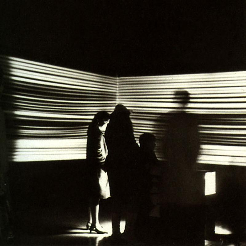 Mouvements surprise avec lumière pulsante. 1967