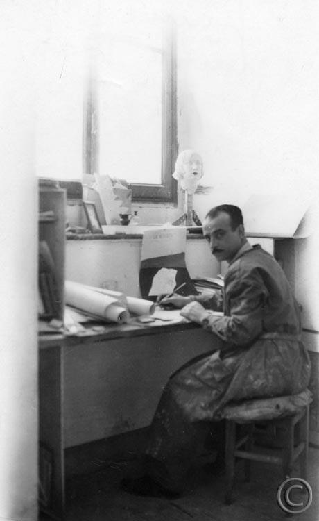 Lucio Fontana en su estudio en Milan Via De Amicis 1933.