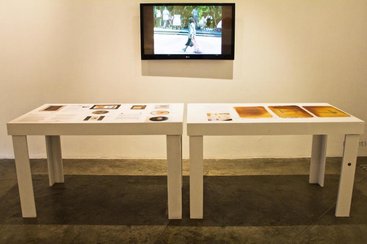 Mesa de las obras robadas y video de Performance en Miami.