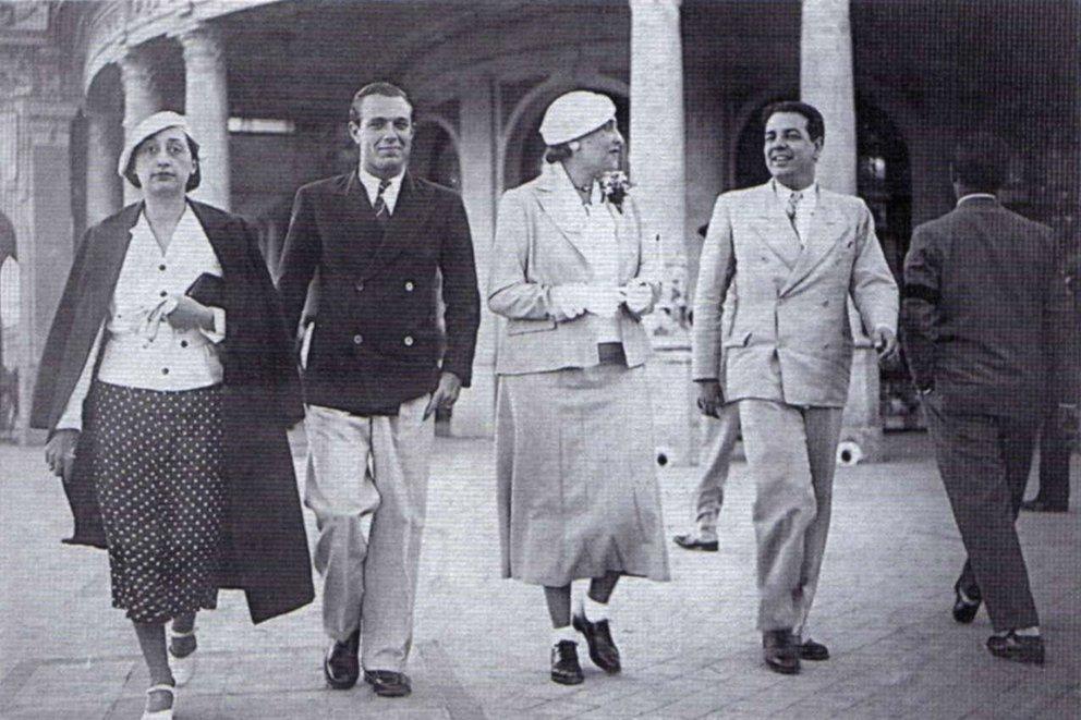Adolfo Bioy Casares y Jorge Luis Borges con Josefina Dorado y Victoria Ocampo Mar de Plata 1935