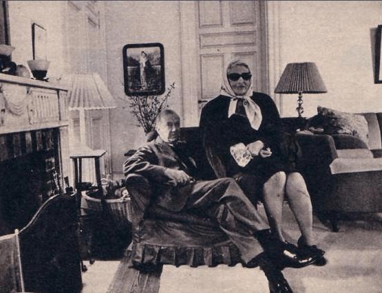 Graham Greene con Victoria Ocampo en la sala de estar de Villa Ocampo 1968