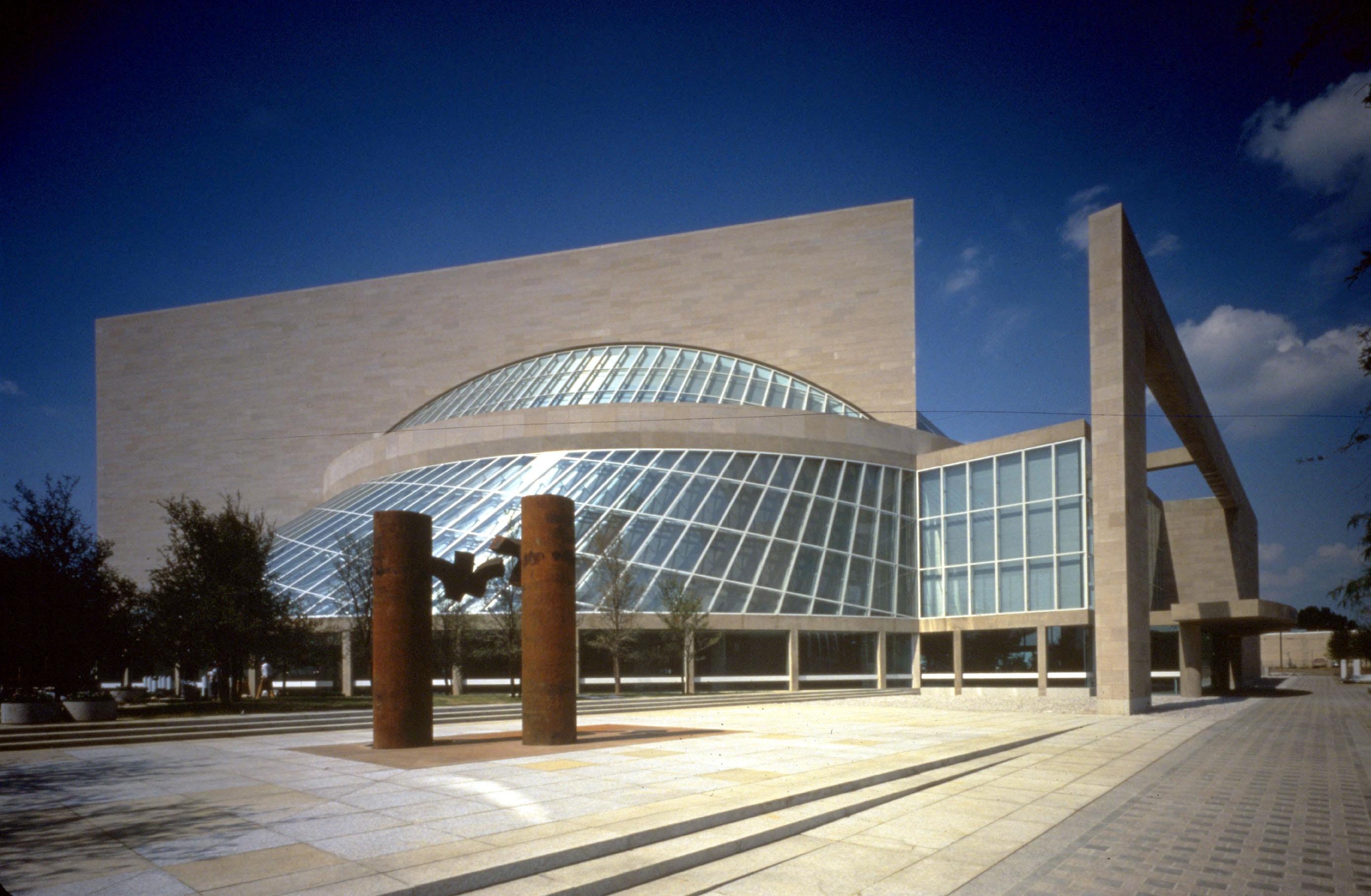 1989 Elogio a la música Dallas XV frente al Morton Meyer Symphony Center. Dallas, 1989.