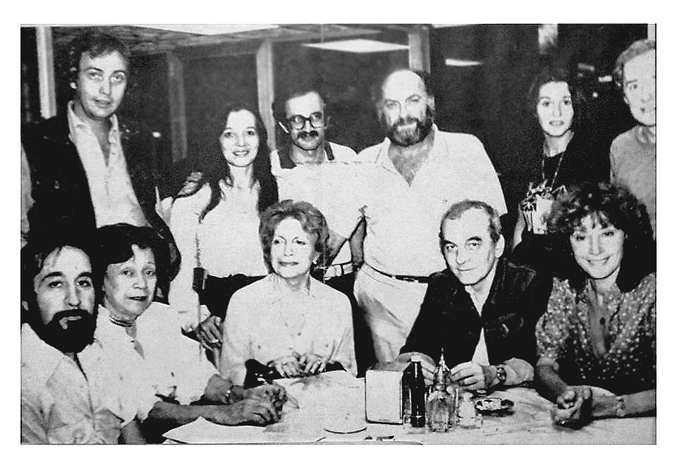 Maria Teresa Castillo, Matilde Neruda, Tito Cosa, Elena y Eduardo Schaposnik y Luis Molina.