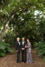 El novio junto a sus padres Camil Torbay y Beatriz de Torbay