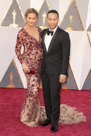 Chrissy Teigen en junto a su esposo John Legend