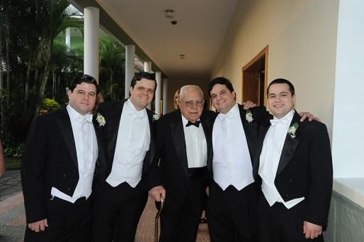 Guillermo Machado Mendoza con sus cuatro nietos Salas Machado