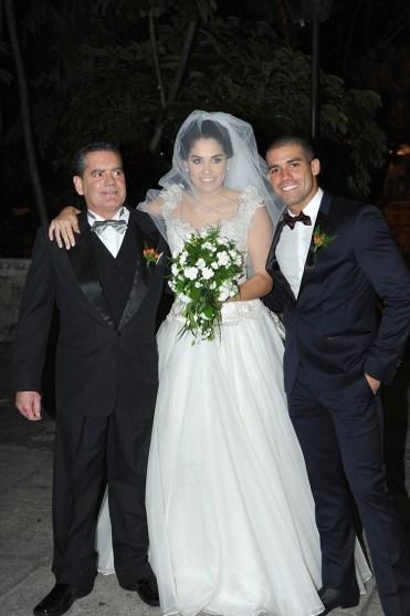 La novia con su padre Hugo Oscar Beltrami y su hermano Antonio Beltrami