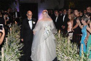 Nelson Rodríguez López conduce a su hija hasta el altar