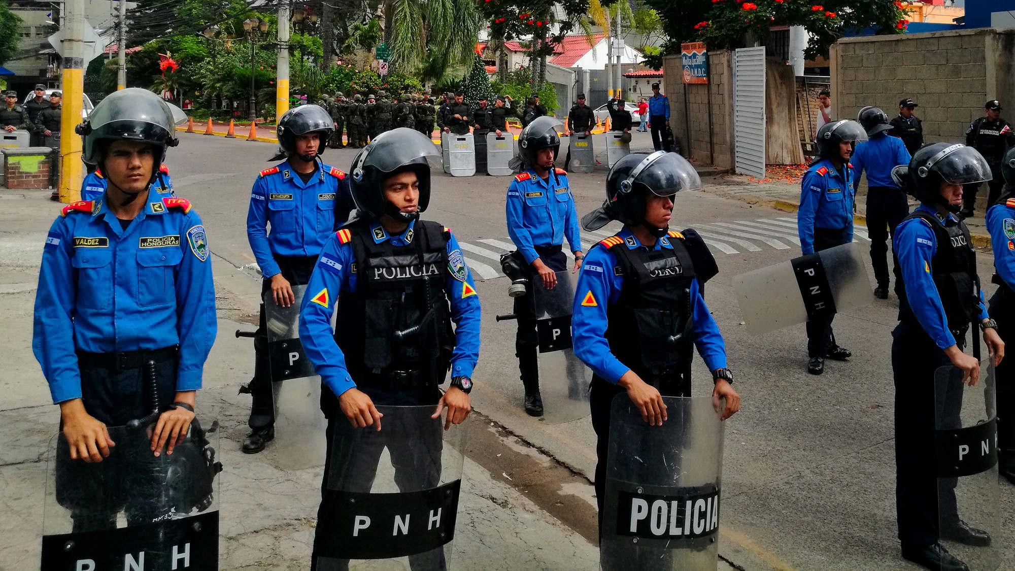 La Honduras sin presidente se queda sin policías