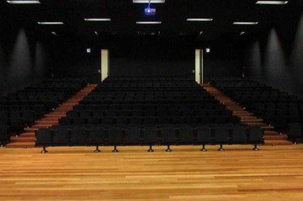 Em poucos minutos, estas cadeiras encher-se-iam...