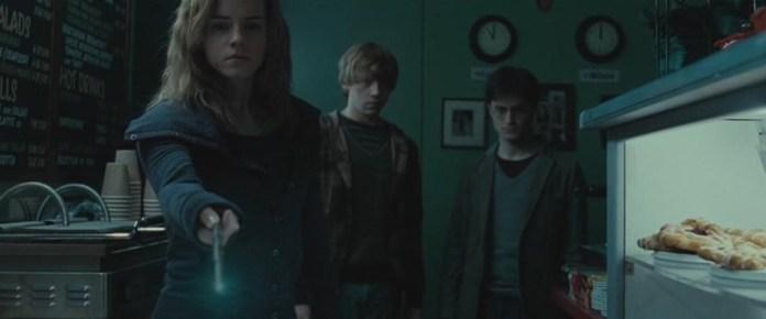 Obliviate é um dos encantamentos com carga emocional mais pesada de toda a saga cinéfila de Harry Potter. Foi utilizado por Gilderoy Lockhart no Segundo Ano e por Hermione Granger no Sétimo Ano dos heróis da história.