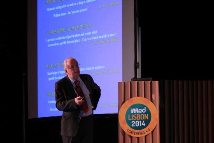 O Professor Kopelman abriu as palestras da parte da tarde (fotografia: Pedro Monteiro Palma/Luís Rodrigues)