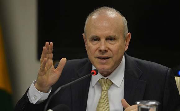 Guido Mantega anunciou as novas medidas, que têm o objetivo de estimular o financiamento imobiliário (Foto: Agência Brasil)