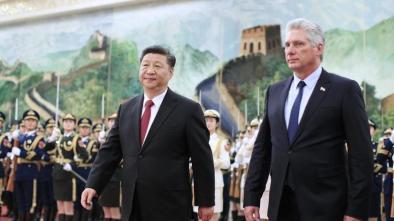 Nesta foto de 8 de novembro de 2018, o presidente chinês, Xi Jinping, recebe o presidente cubano, Miguel Diaz-Canel, no Grande Salão do Povo, em Pequim, capital da China. Crédito: LIU BIN / XINHUA.