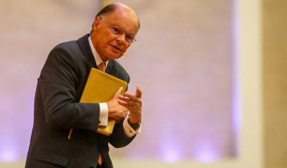 Bispo Edir Macedo, líder da Igreja Universal do Reino de Deus, e dono do canal de TV Rede Record desde 1989. Crédito: https://www.brasil247.com