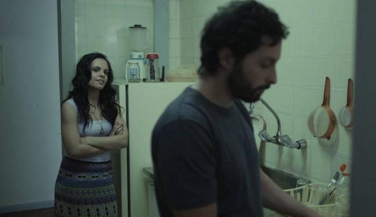 "Cena de ""Desvios"" (2016) - Carol (Fernanda Menezes) e Daniel (Rafael Mentges). Crédito: Felipe Rosa/Skyline_Ausgang_Cinex"