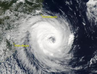 """Imagem de satélite do Furacão Katrina 2014. Crédito: """"Desastre Naturais e Geoteconologias: Conceitos Básicos"""", de Emerson Vieira Marcelino."""