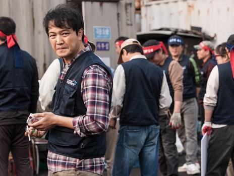 O motorista Bae, interpretado por Jung Woong In. Crédito: IMDb.