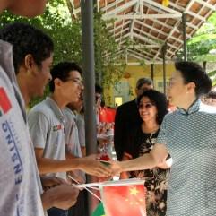 Cheng Hong, esposa do primeiro-ministro da China, Li Keqiang, visita instalações do Colégio Estadual Matemático Joaquim Gomes de Sousa. Crédito: https://cursomaciel.com.br/
