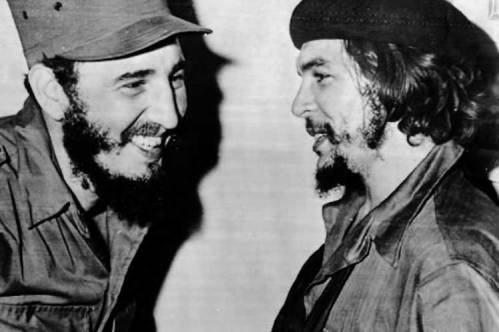 Com Che Guevara. Crédito: https://www.investigaction.net/