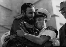 Com o cosmonauta soviético Iuri Gagarin, primeiro homem a ir ao espaço. Crédito: https://www.open.edu/