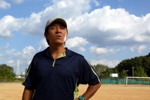 Lee Ki Young (esq.) vive o treinador Jung Wook que encontra no convívio com o autista e maratonista Cho Won um novo propósito de vida. Crédito: Asianwiki.