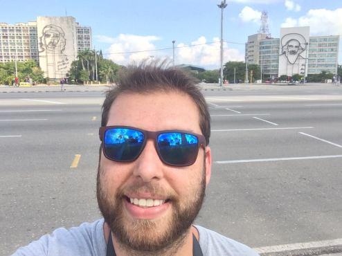 """O autor de """"Fui pra Cuba e conto como é"""", Ramos de Castro. Crédito: Facebook Diário do Ramos em Cuba."""