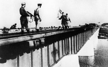 Recepção dos parlamentares do expercito de Guangdong que se rendeu na Segunda Guerra Mundial. Crédito: Sputnik.