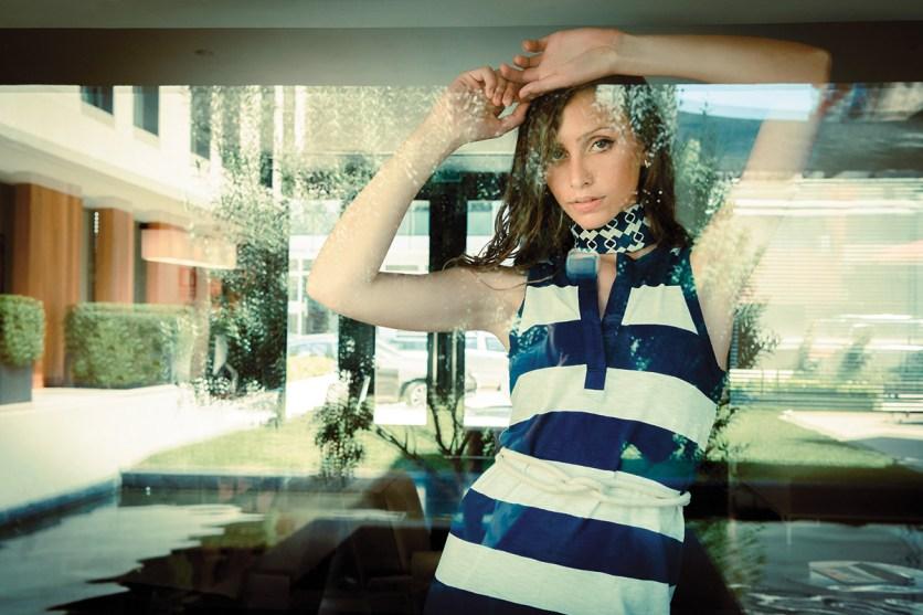 Vestido de algodón – GAP | Pañuelo – SYMPHORINE