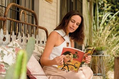 """""""Del jardín, la pérgola es mi rincón preferido. Me fascina leer en estos sillones, o regar las plantas."""""""
