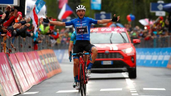 Carapaz y Nibali firman el duelo por la maglia rosa hasta Verona