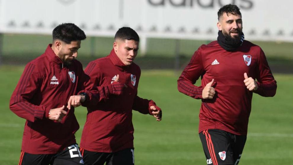 Juan Fernando Quintero realiza trabajos con la pelota desde su lesión de ligamentos