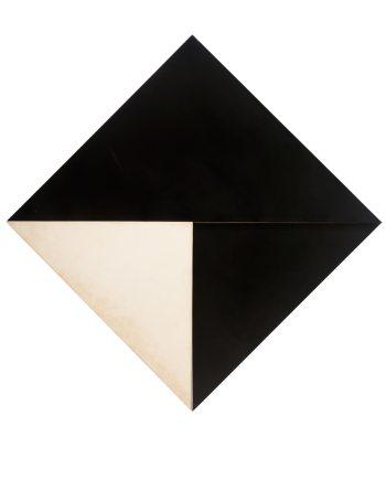 © Lygia Clark. Contra Relevo, 1959. Pintura industrial sobre madera, 140 x 140 x 2.5 cm. Colección privada, São Paulo. Imagen publicada en Lupita por cortesía de Haus der Kunst