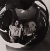 Annemarie Heinrich, Autorretrato con hijos, 1947 [Colección Eduardo Costantini, B.A., inv. 466]