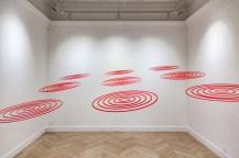 Circular inception, 2016 Plexiglás, 9 Circuconcéntricos 60 cm ø cada uno / instalación 2,5 x 2,5 m