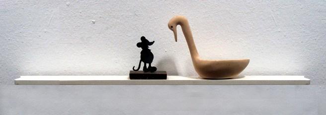 Liliana Porter. Diálogo con pato de madera, 2001 Instalación. Cortesía de Colección Galería Rafael Ortiz, Sevilla