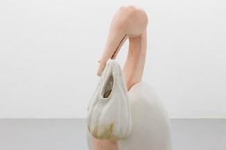 Naufus Ramírez-Figueroa Shit-Baby and the Crumpled Giraffe, 2017 Instalación, polietileno, resina epóxica, fibra de vidrio, pigmentos minerales. Vista de la exposición en Kunsthalle Lissabon. Foto: Bruno Lopes.