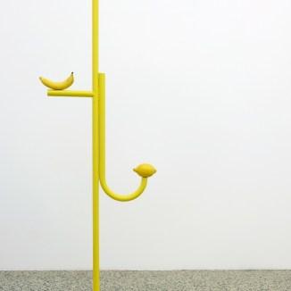 Diango Hernández, Limón y plátano (2017). 152x46.5x25. Diango Hernández, El sol allá en el mar, 2016. Cortesía VAN HORN, Düsseldorf