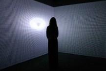 Instalación Curving Space. Exposición. Gravity. Immaginare l'Universo dopo Einstein, MAXXI Roma, 2017. Foto: Cecilia Fiorenza