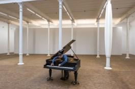 Allora & Calzadilla. Stop, Repair, Prepare: Variations on Ode to Joy, No.3, 2008, Piano Bechstein modificat  © Foto: Roberto Ruiz © Fundació Antoni Tàpies, Barcelona, 2018.