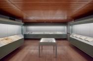 Sala de vitrinas. Des/materializaciones, Fundació Sorigué. Cortesía de Óscar Muñoz y de la Fundació Sorigué