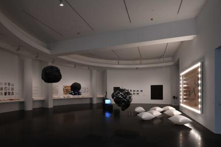 """Vistas de la exposición """" Oscar Masotta. La teoría como acción"""", 2018. Foto: Miquel Coll"""