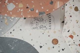 """Néphéli Barbas, """"Me caí sobre un diente flojo y perdí una baldosa"""", 2018. Dimensiones variables. Cemento, yeso acrílico, dibujo sobre papel. Imagen por cortesía de Julio Artist Run Space"""