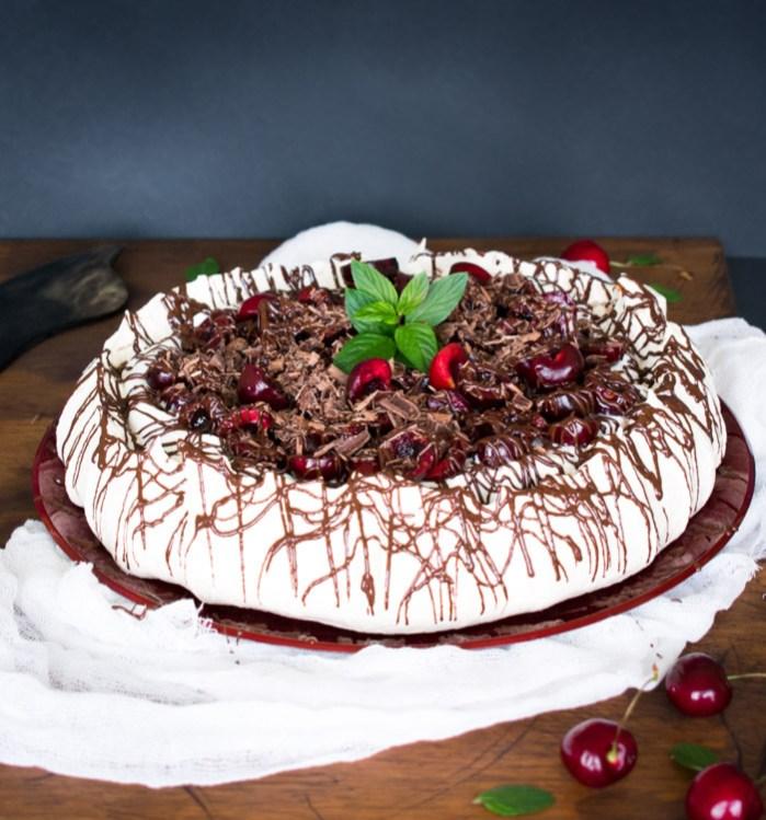 merengue con cerezas y chocolate